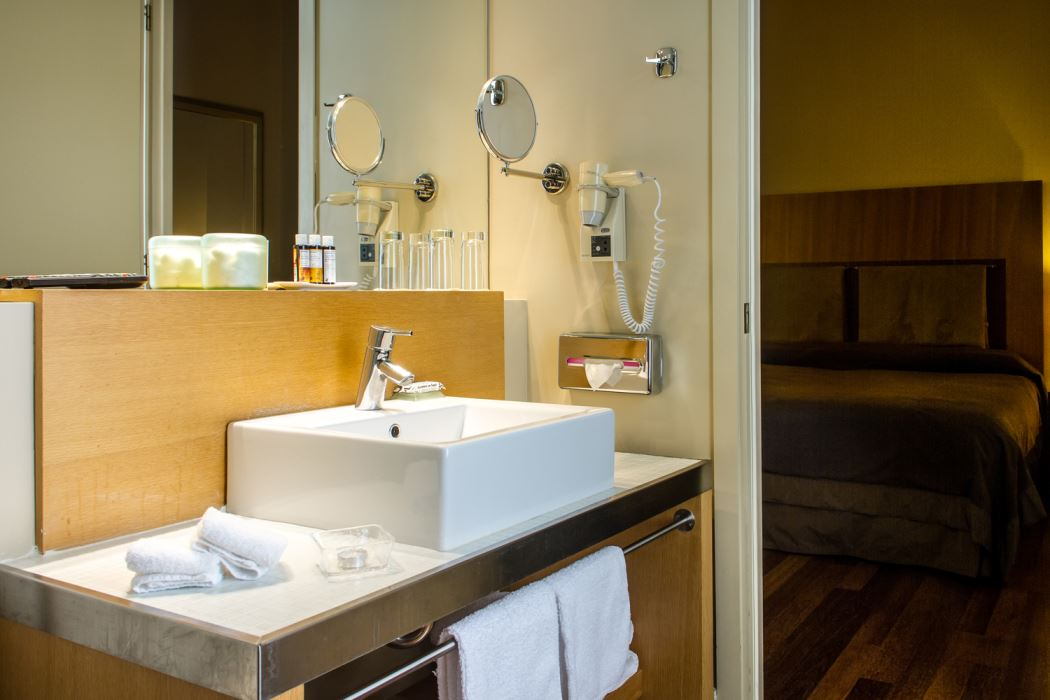 Bath Executive Room Sea View Megaron Hotel Crete